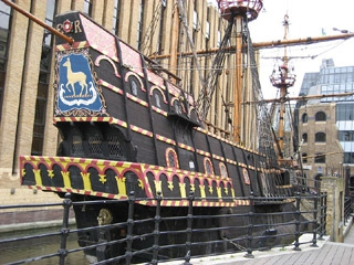 Francis_drake_galleon_replika
